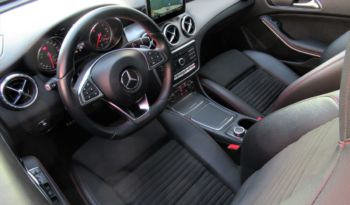 MERCEDES BENZ CLA 220d 177CV AMG BLACK NIGHT VISION, FULL LED, NAV, AUT, IMPECABLE!! lleno